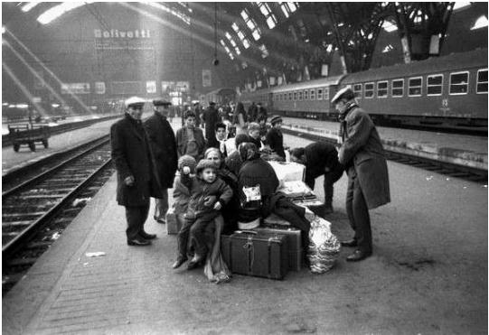 Stazione Centrale a Milano anni 50